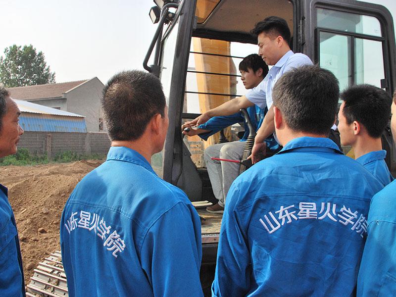 青岛小型挖掘机培训哪里有