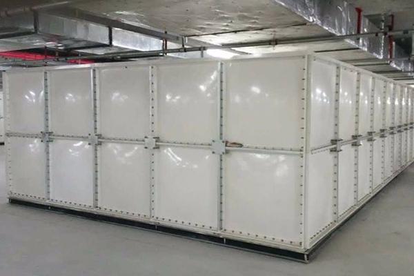 消防水箱厂家 迈新镀锌板水箱批发 SMC玻璃钢组合式水箱安装